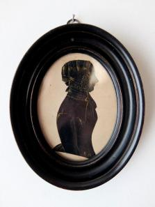 Frame with Silhouette Portrait (B0120)