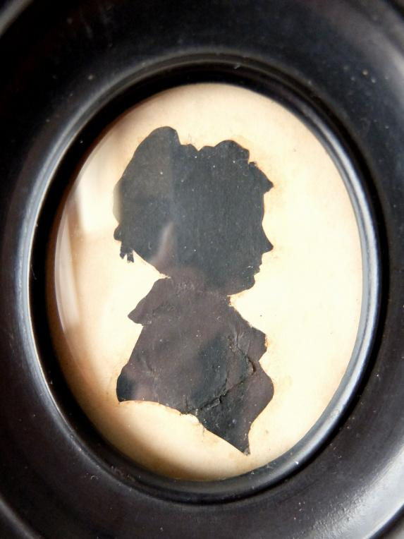 Frame with Silhouette Portrait (C0120)