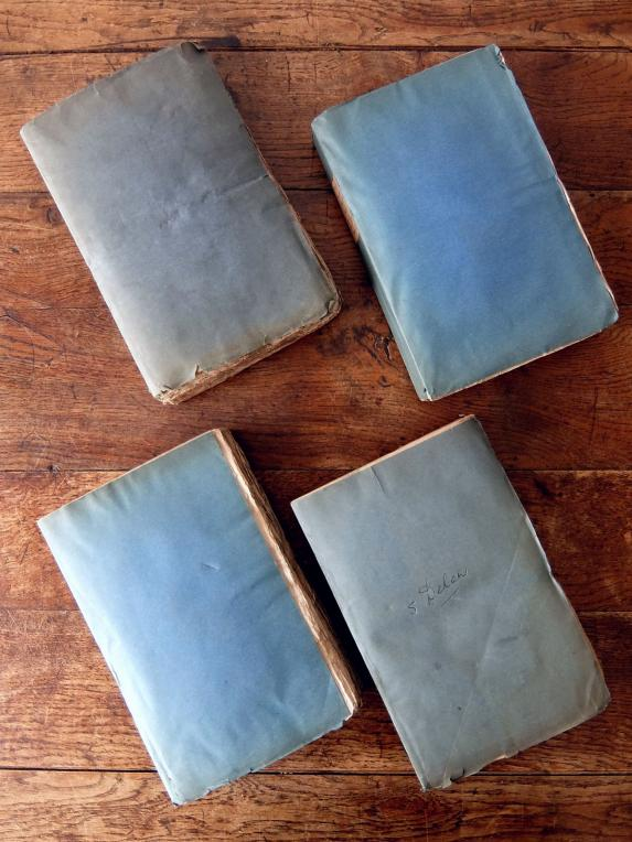 Antique Books (4 pcs) (E0318)