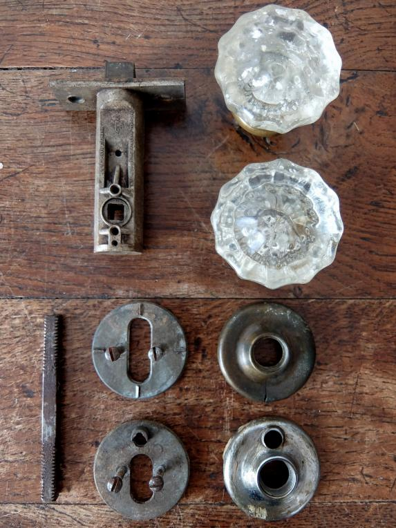 Door Knob & Latch Bolt (B0417)