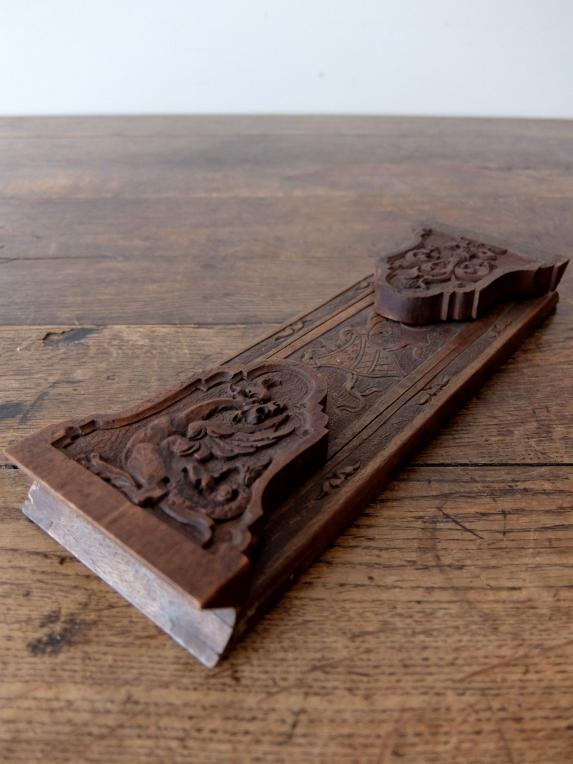 Carved Bookend (A0517)