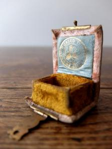 Antique Thimble Box (G0418-01)