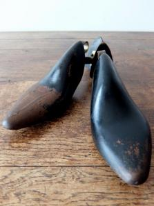 Pair of Shoe Trees (A0817)
