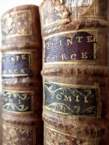 Antique Books (2 pcs) (A0915-04)