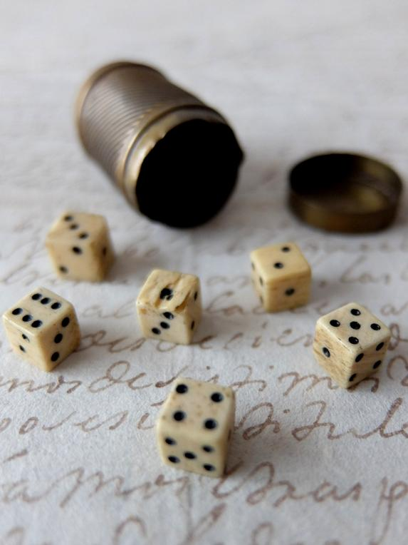 6 Dice with Case (A1018)