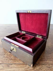 Antique Jewelry Case (C1018)